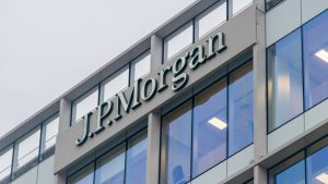 JPMorgan's Analysis Shows Institutional Investors Moving From Gold ETFs to Bitcoin